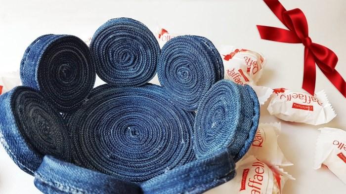 Неожиданное изделие из остатков старой джинсовой одежды. /Фото: i.ytimg.com