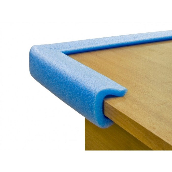 Края мебели из ДСП должны быть обязательно защищены поролоновыми уплотнителями. /Фото: zavupak.ru