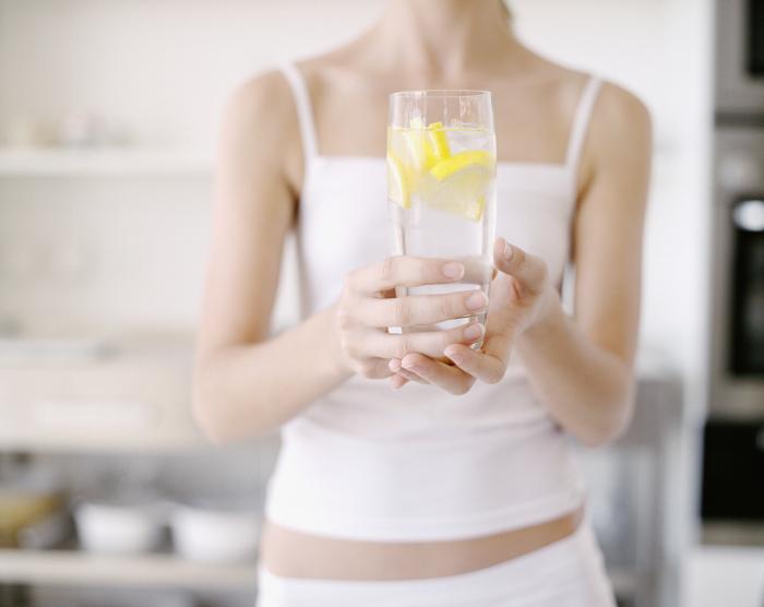 Лимонный сок продлевает молодость. /Фото: elle.ua