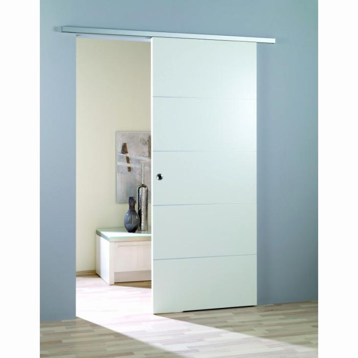 Стена за раздвижной дверью — еще один вариант для установки сейфа. /Фото: makewear.club
