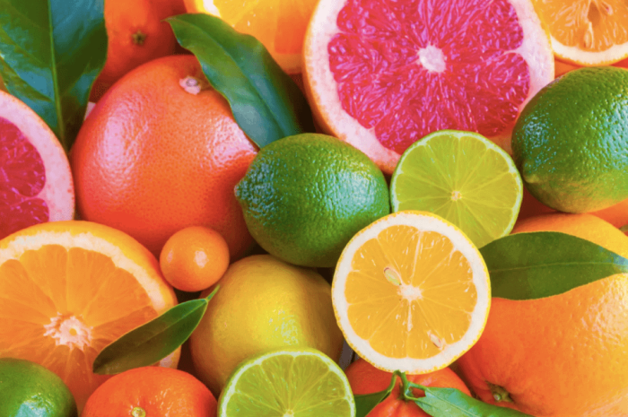 Цитрусовые плоды и фрукты с кислинкой воздействуют на те же вкусовые рецепторы, что и соль. /Фото: geneticliteracyproject.org