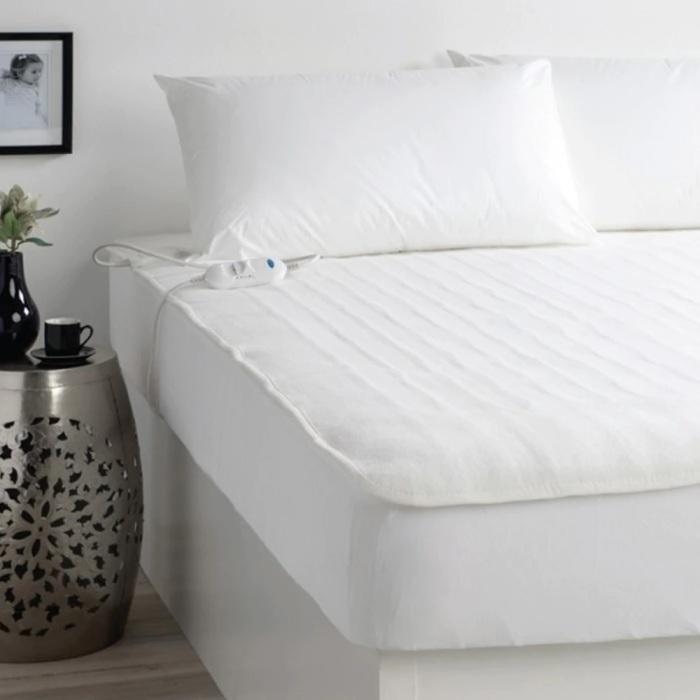Электропростыня согреет постель перед сном. /Фото: cdn11.bigcommerce.com