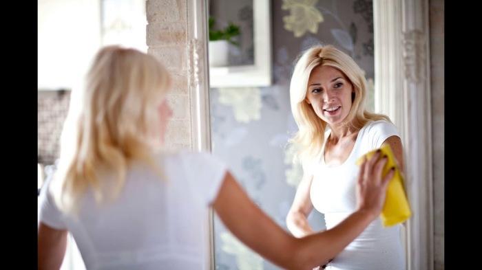 Чистые зеркала - небольшая, но важная деталь. /Фото: i.ytimg.com