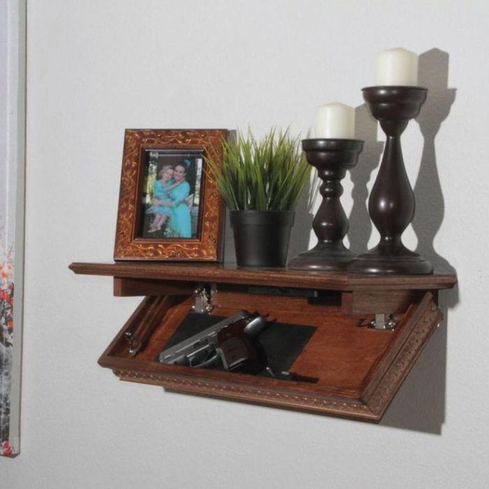 Обычная полка может превратится в сейф для хранения ценностей. /Фото: i.pinimg.com
