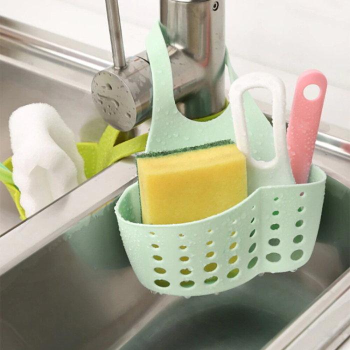 Удобный держатель для раковины, который улучшает эстетичность кухни. /Фото: img.klubok.com