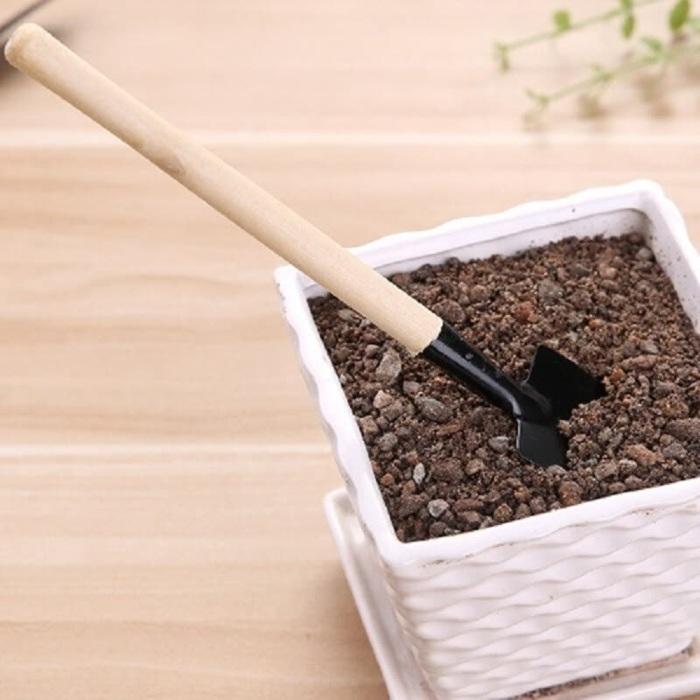 Песок и минеральное масло — очень эффективная смесь для садовых инструментов. /Фото: img12.joybuy.com