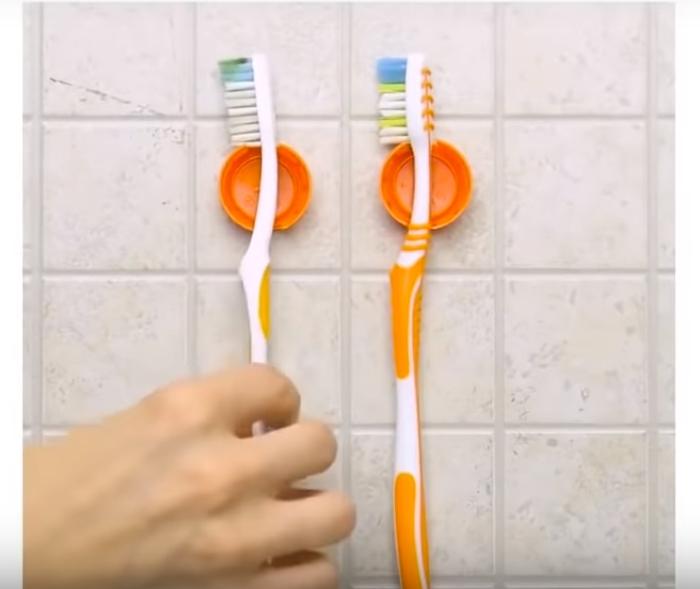 Простое решение для поддержания чистоты зубных щеток.