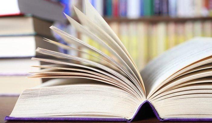 Для очистки старых книг хорошо подходит крахмал. /Фото: i2.wp.com