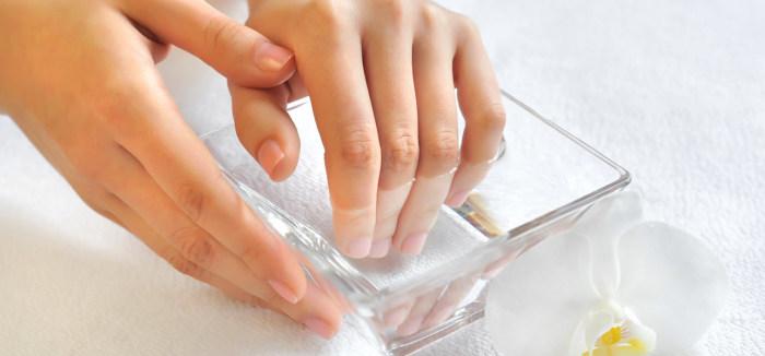 Ногти будут выглядеть красивыми и здоровыми, если им регулярно будет помогать пищевая сода. /Фото: inat.com