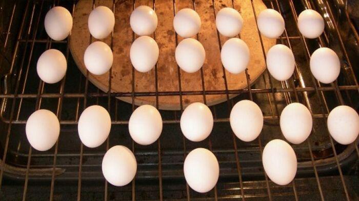 В духовке можно приготовить отменные яйца. /Фото: ukr.media