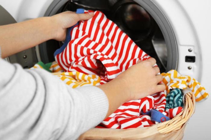 Немного мыла значительно облегчит стирку трудновыводимых пятен. /Фото: img.day.az