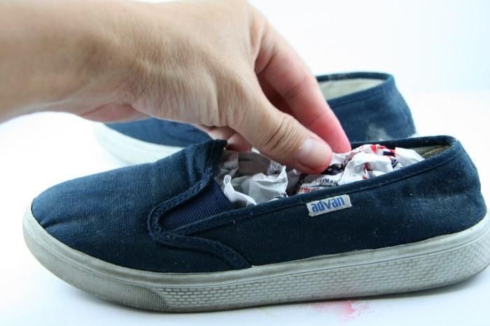 Лучше не носить обувь, пока она не станет полностью сухой. /Фото: bakingsoda.nl