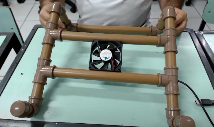 Подставку сделать несложно, а работать с ноутбуком станет удобнее. /Фото: youtube.com/watch?time_continue=1689&v=2lFHl4pmPvk&feature=emb_title