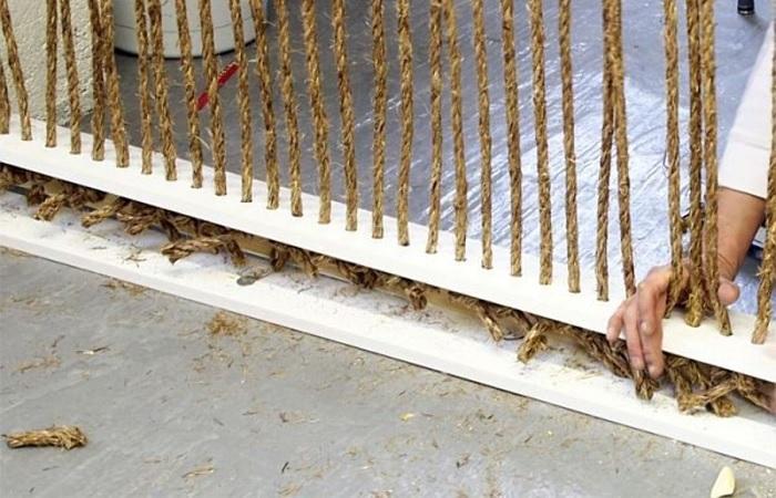 С помощью веревки можно без особых усилий обновить интерьер любой комнаты. /Фото: ya-superpuper.com