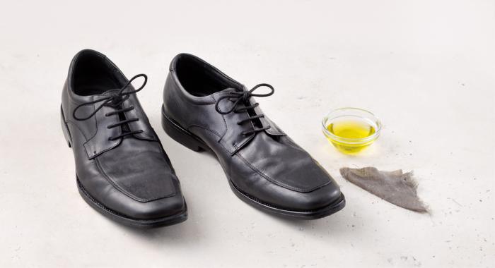 Обувь можно прекрасно почистить оливковым маслом. /Фото: img.thrivemarket.com