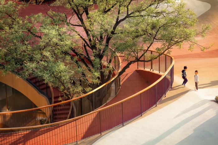 Крыша – площадка для прогулок и игр. /Фото: images.adsttc.com