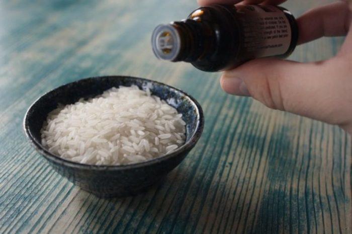 Несколько капель эфирного масла превращают рис в освежитель воздуха. /Фото: cdn.onecrazyhouse.com