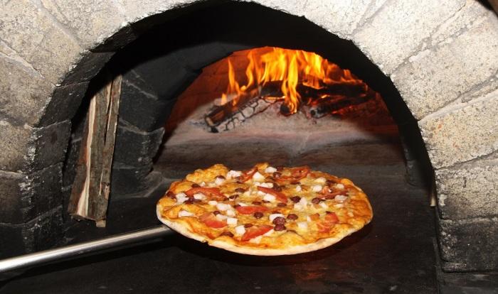 Рецепт очень вкусной пиццы иногда кроется в правильном методе приготовления. /Фото: pechnoy.guru