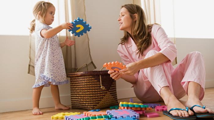 Приучите детей убирать за собой игрушки. /Фото: buenavibra.es