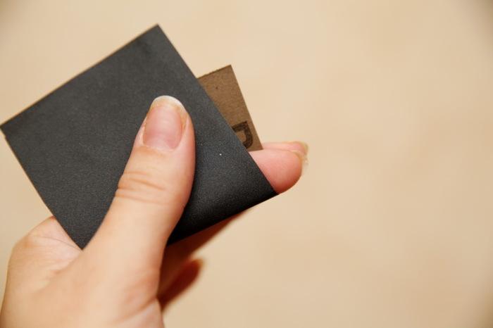 Наждачная бумага отлично справляется с открыванием любых баночек. /Фото: 1.bp.blogspot.com