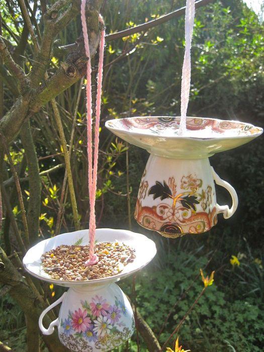 Не стоит забывать и о птицах, когда подвернется удобный случай создать для них что-то полезное. /Фото: i.pinimg.com