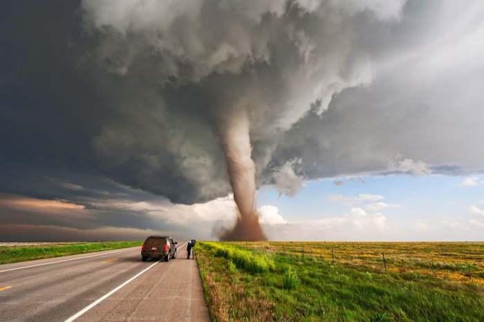 Охота за торнадо – рискованное развлечение. /Фото: external-preview.redd.it