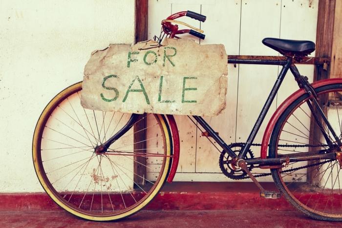 Покупать подержанные вещи — это не признак бедности. /Фото: onlinesuccessforcoaches.com