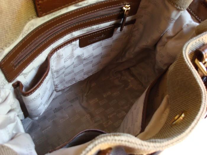 Валик поможет навести порядок в женской сумочке. /Фото: babymine.net