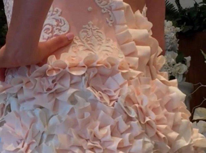 Даже на близком расстоянии платье не выглядит дешевым и безобразным. /Фото: do-slez.com