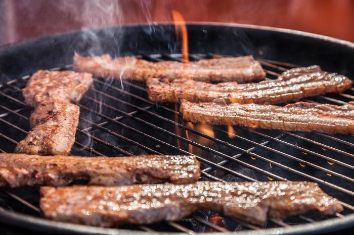 Мяса на гриле нужно есть как можно меньше. /Фото: village-bakery.com