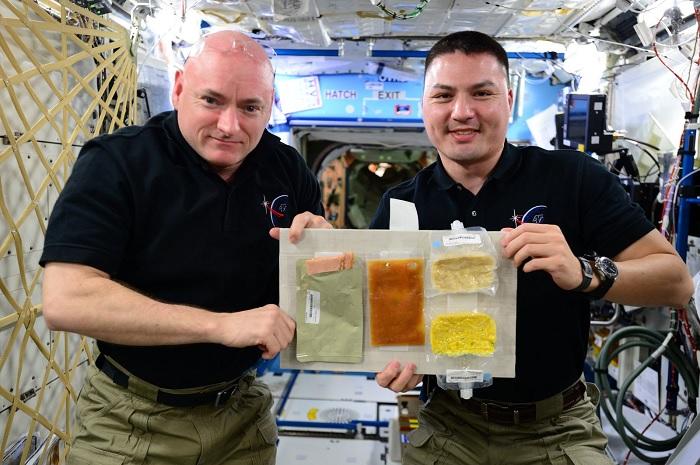 Лиофилизированная еда астронавта — это нечто невероятное. /Фото: pbs.twimg.com