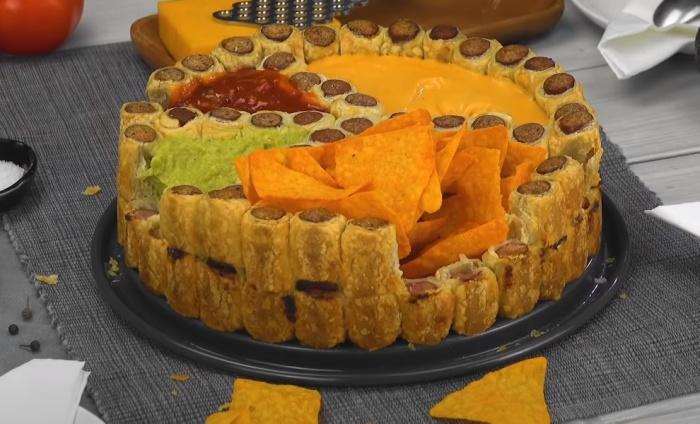 Оригинальные мини-хотдоги из сосисок сделают вечеринку веселее. /Фото: youtube.com/watch?v=evE0-I4ttqU