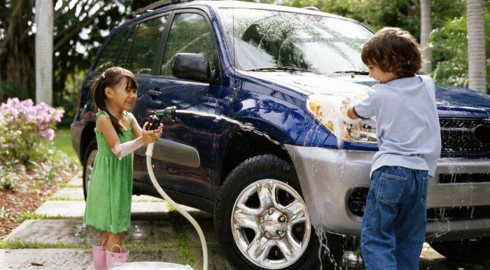 Шампунь пригодится и для мытья автомобиля. /Фото: bbvaedufin.com