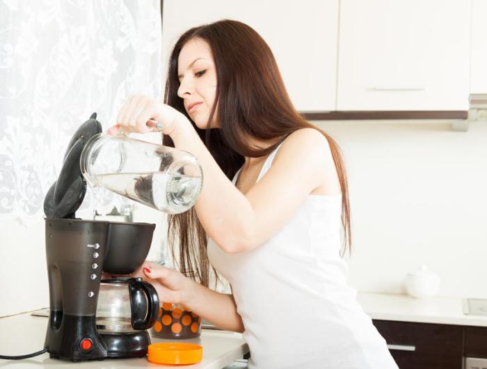 Кофе будет вкуснее, если кофеварку не мыть с мылом. /Фото: yourdiningcenter.com