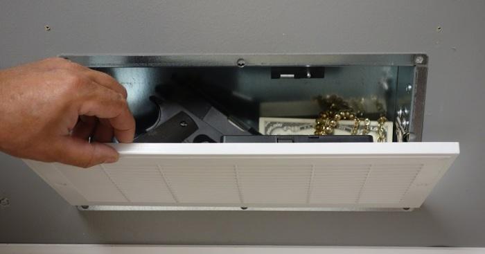 Сейф под систему вентиляции — надежное хранение ценных вещей./Фото: 1.bp.blogspot.com