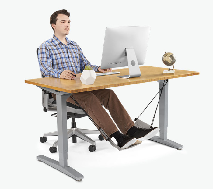 Гамак для ног – просто, но комфортно. /Фото: upliftdesk.com