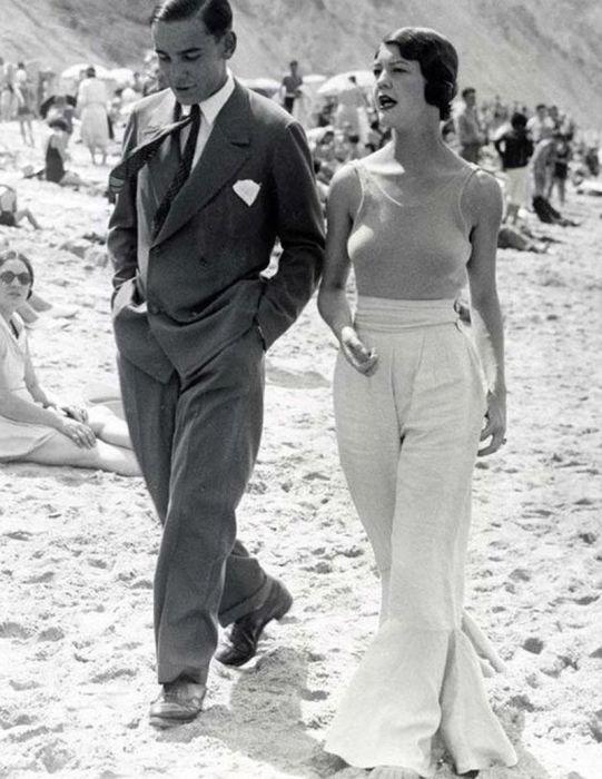 Шанель сделала брюки неотъемлемым атрибутом женского гардероба. /Фото: freeyourgender.de