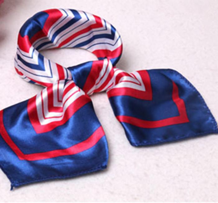 Блестящие шарфы — антитренд для женщин после 50. /Фото: sc01.alicdn.com