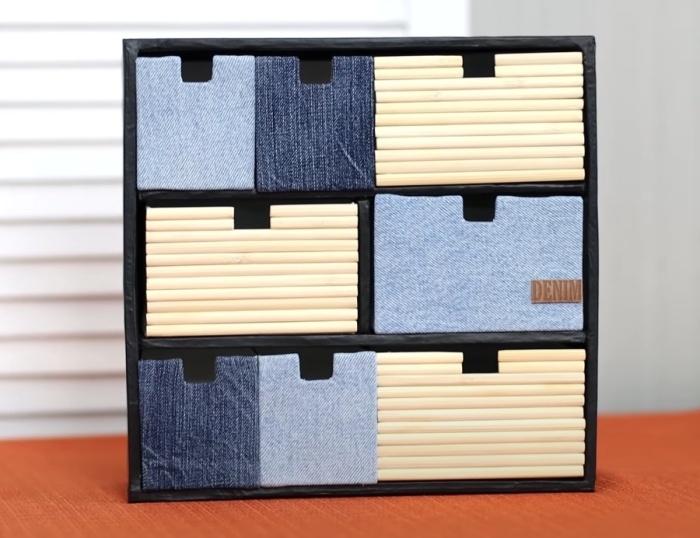 Оригинальное декорирование превратило простые коробки в красивый мини-комодик. / Фото: youtube.com