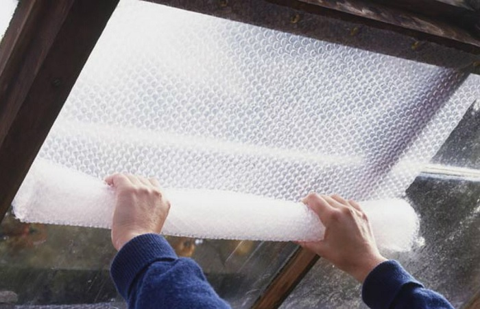 Есть немало интересных способов с пользой пустить в ход популярный упаковочный материал. /Фото: archidea.com.ua