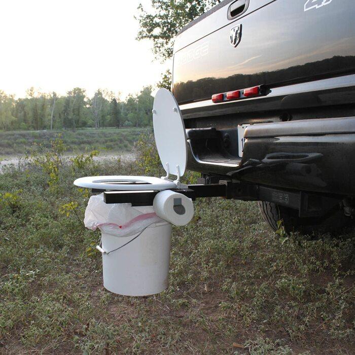 Туалетная тема всегда актуальна для кемпинга. /Фото: images-na.ssl-images-amazon.com