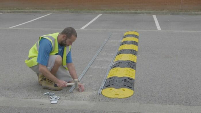 Модернизированные «лежачие полицейские» для удобных и безопасных дорог. /Фото: i.ytimg.com