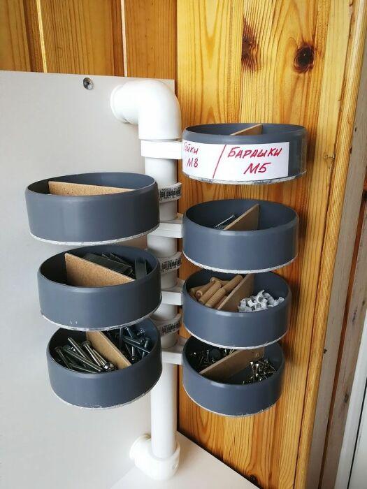 Удобный и компактный органайзер из дешевого и доступного материала. /Фото: i.pinimg.com