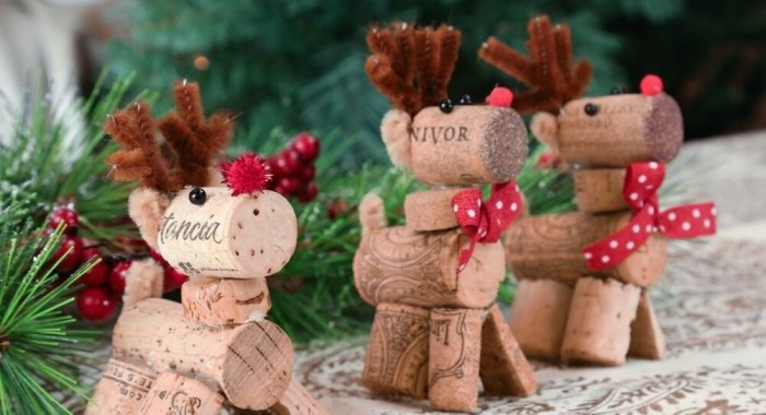 Таким украшениям особенно сильно порадуются дети. /Фото: images.squarespace-cdn.com