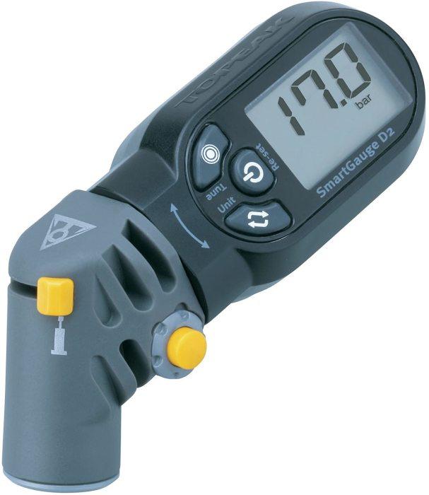 Измеритель давления в шинах помогает правильно накачать колеса. /Фото: images-na.ssl-images-amazon.com