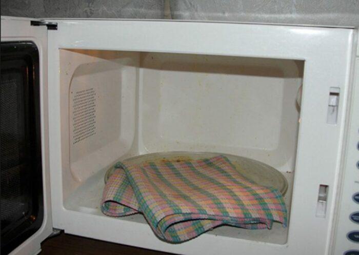 Микроволновая печь отлично играет роль современной парилки. /Фото: protkan.com