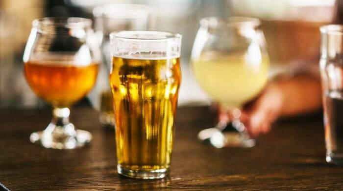 Приятное запотевание бокала — это не всегда лучший выбор для пива. /Фото: whatech.b-cdn.net