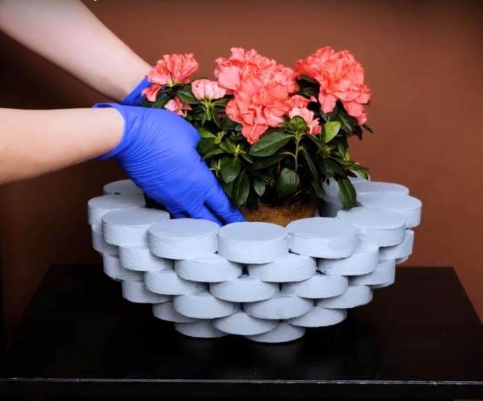 Стильное решение для высадки цветка или хранения различных предметов. /Фото: