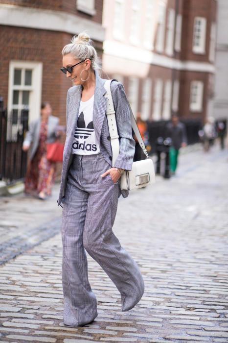 Элегантность осталась, и костюм выглядит современно. /Фото: fashionista.com
