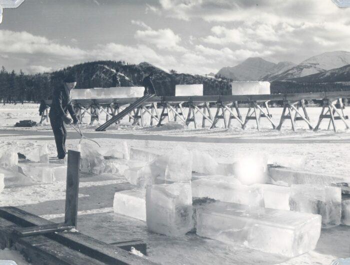Трудно поверить, но авианосец хотели построить изо льда. /Фото: mountainculturegroup.com